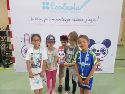 Groupe d'enfants lauréats des Trophées EcoScola