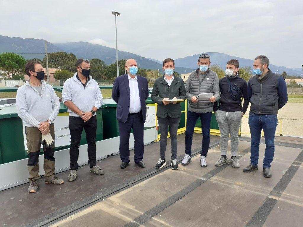 Les personnalités lors du lancement de la recyclerie mobile à Borgo.