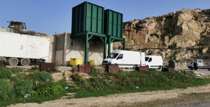 Vue des travaux du quai de transfert de Calvi avec les 2 trémies de déversement neuves.